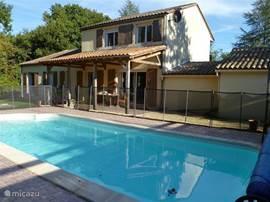 Uw ruime, comfortabele vakantiewoning in de Dordogne met  privé zwembad (9x4x1,5).