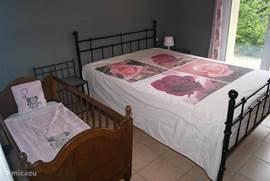 Een slaapkamer beneden