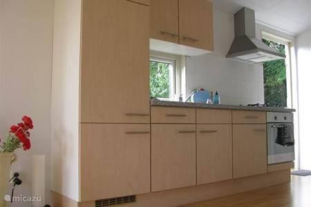 Vakantiehuis gastenverblijf moi in smilde drenthe nederland huren - Moderne chalet keuken ...