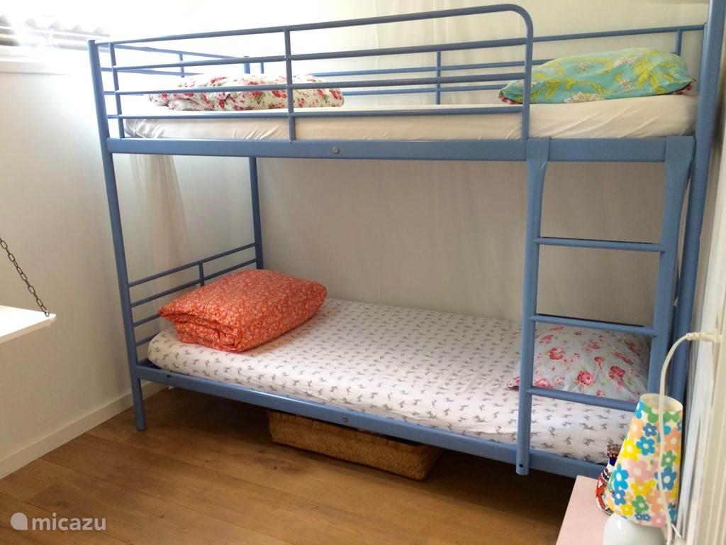 Twee slaapkamers hebben beiden een stapelbed (90x200)
