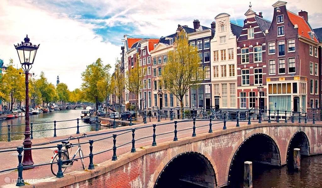 Amsterdam ligt op 30 minuten rijden