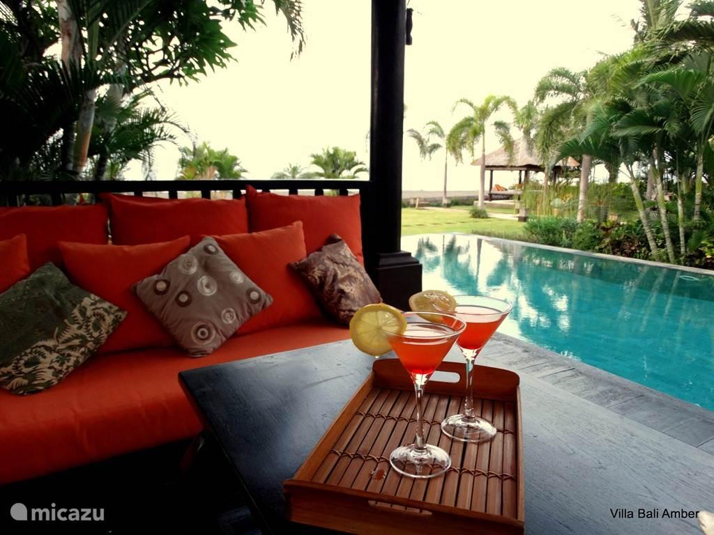relax plaats naast het zwembad