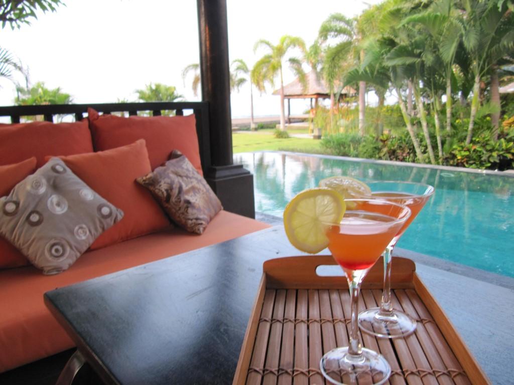 TOP AANBIEDING , Luxe strandvilla op Bali . Groot infinity zwembad .Villa met tropische tuinen vele relaxmogelijkheden.