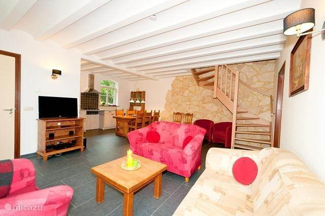 De gezellige woonkamer/keuken