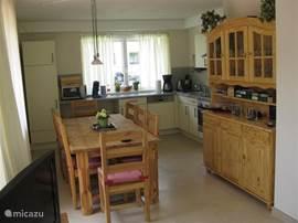 zeer complete en gezellige keuken van alle gemakken voorzien