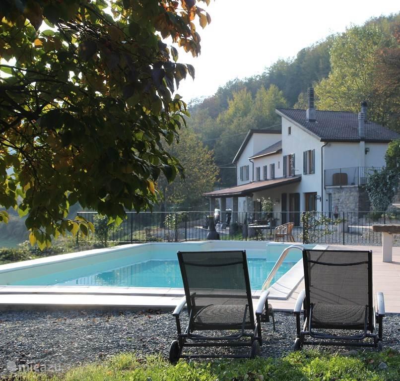 Casa San Rocco met op de voorgrond het zwembad van 10 bij 5 meter