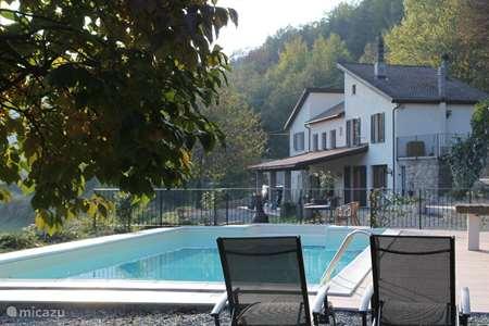 Vakantiehuis Italië, Piëmont, Roccaverano landhuis / kasteel Vakantievilla Piemonte met zwembad