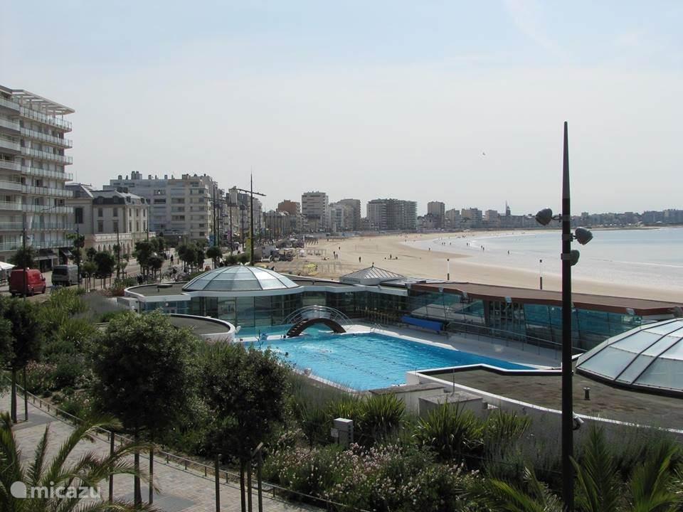 Openbaar zwembad met verwarmd 27 gr. zeewater