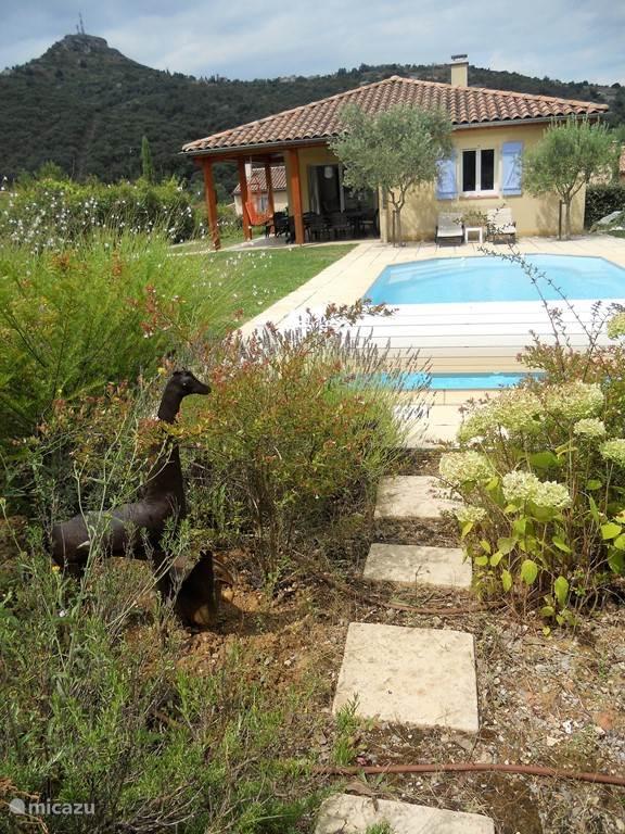 mooi en vrij gelegen villa