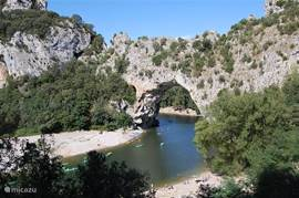 the magnificent arch bridge over the river Ardeche near Vallon Pont d'Arc, you can create a beautiful canoe trip of 8 or 32 miles ....