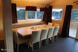 Very spacious dining luze to eat all together, after dinner or fun games to play.