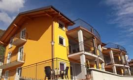 Kleine, gezellige residence in zonnige en panoramische positie op enkele auto- minuten van het strand van Domaso