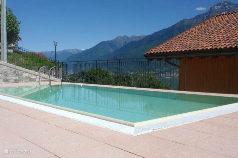 Vakantiehuis Italië, Comomeer, Domaso Appartement Residence Candida dakterras zwembad