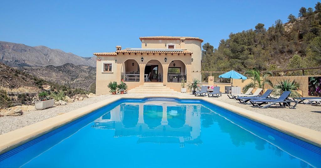 1 t/m 8 juli: Normaal €1299 nu €999. Prive Zwembad, wifi, luxe, rust en rustig gelegen. Stuur een berichtje naar ons voor meer info
