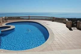 een fantastisch uitzicht vanaf terrassen en woonkamer....