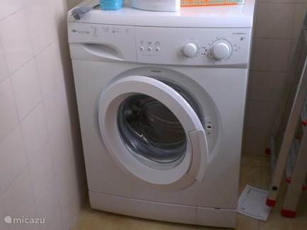 Wasmachine aanwezig.