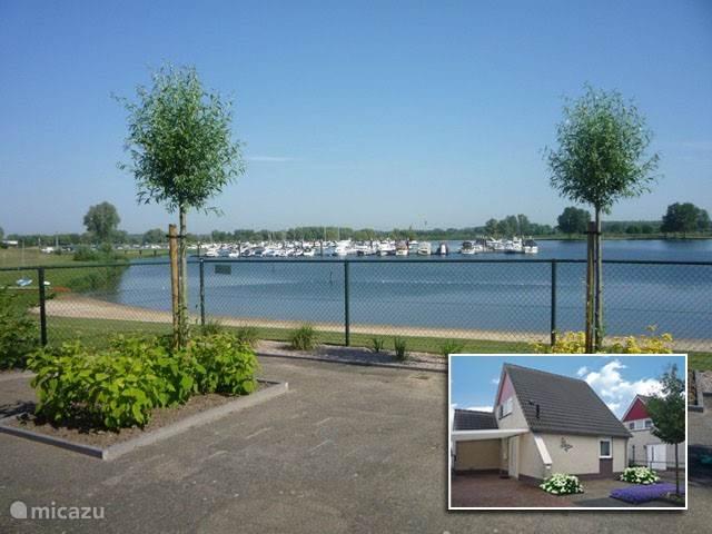 Vacation rental Netherlands, Limburg – holiday house Waterfront cottage