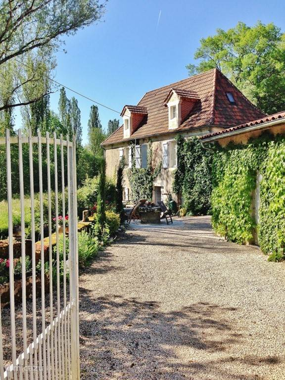 Vacation rental France, Lot, Bélaye holiday house Ensemble Romantique