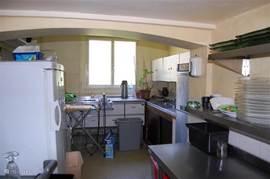 Nog een gedeelte van de keuken.