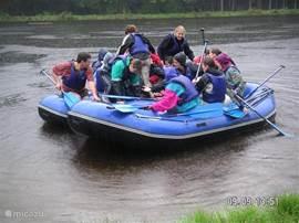 Bij een hogere waterstand kunt u ook bij ons raften. De rivier is zeer geschikt om dit eens te proberen.