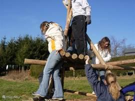 Voor diegene die wat rustiger willen buitensporten bieden wij verschillende constructie opdrachten, zoals brugbouw of torenbouw.