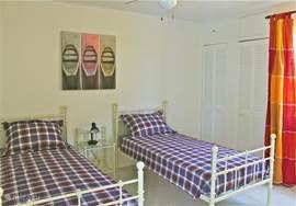 2 eenpersoonsbedden op de 4de slaapkamer