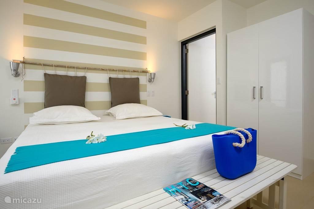 Slaapkamer met dubbel boxspring bed