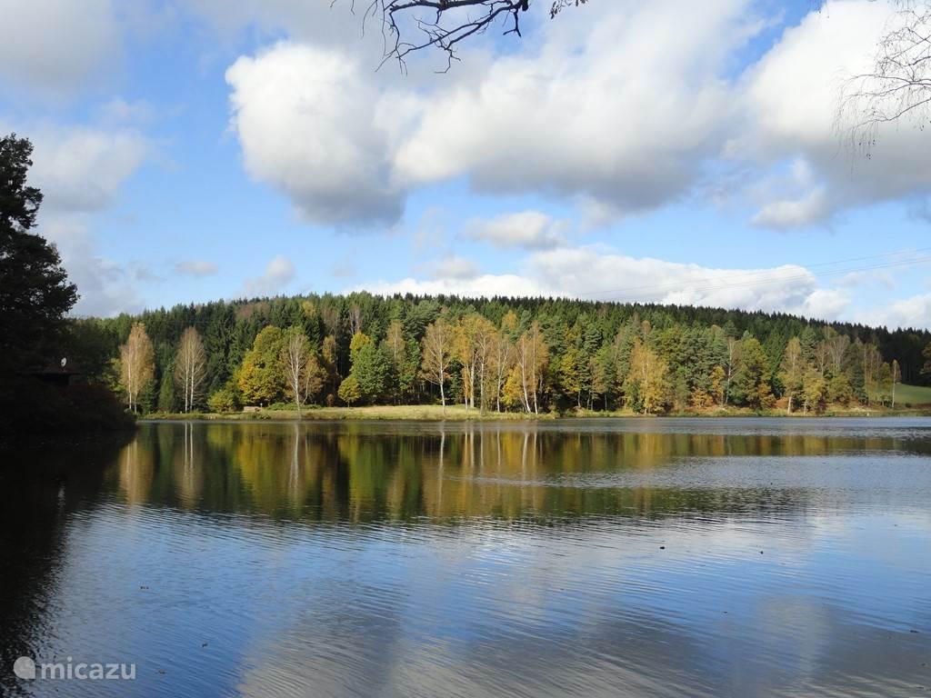 Het park ligt direct aan de Herrensee, een prachtig meer.