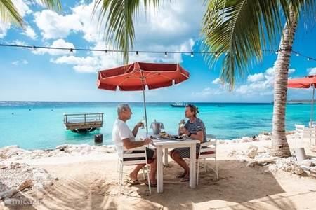 Restaurant Karakter - Eten met je voeten in het zand..
