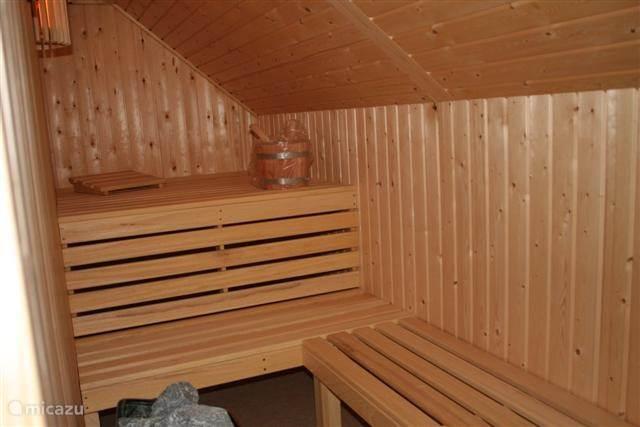 Grote sauna voor 4 a vijf personen