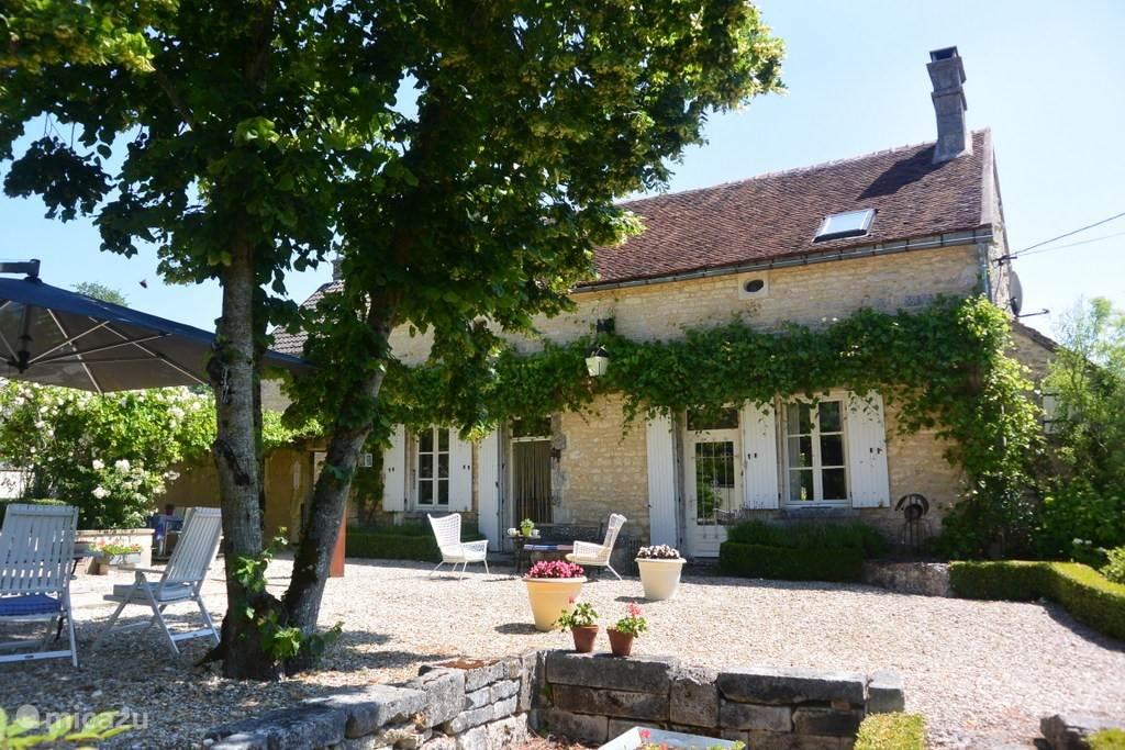 Vacation rental France, Burgundy, Lainsecq - farmhouse Le Tourbillon