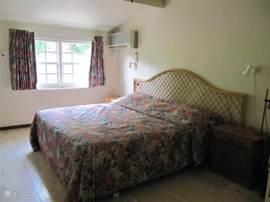 Slaapkamer 1 met 2 persoons bed