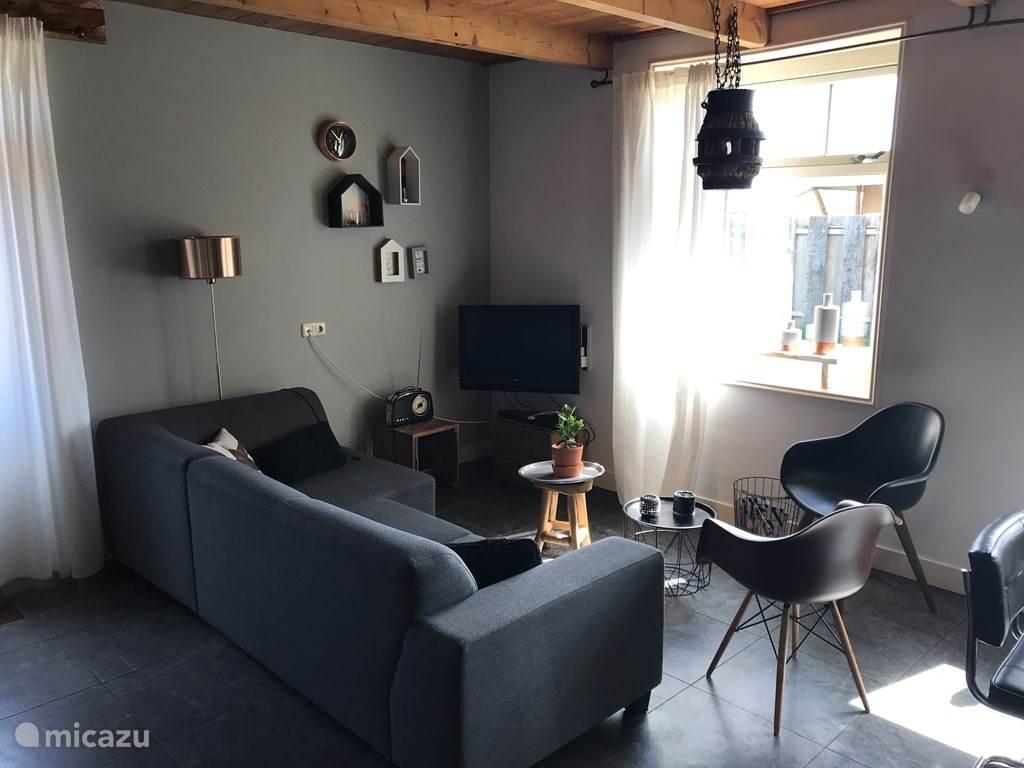 Woonkamer appartement 2 (8 pers)- 3 slaapkamers en bedstee, 2 badkamers, knusse woonkamer en gezellige zithoek