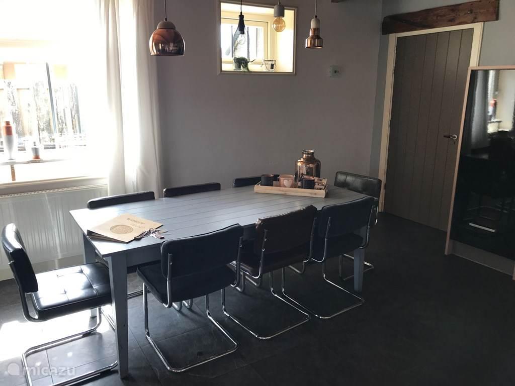 Appartement 2 - ruime eettafel