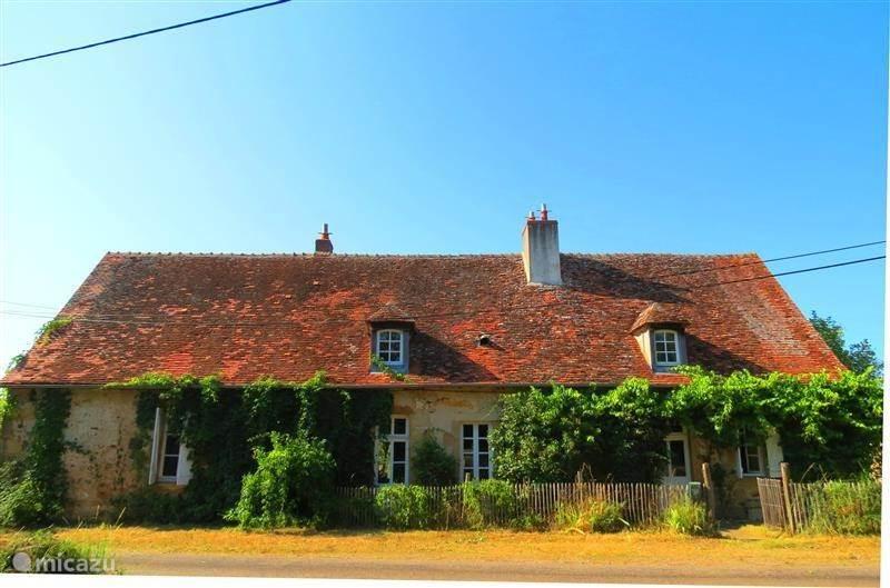 Vakantiehuis Frankrijk, Auvergne, Bourbon-l'Archambault Vakantiehuis Sfeervolle, grote omgeb boerderij