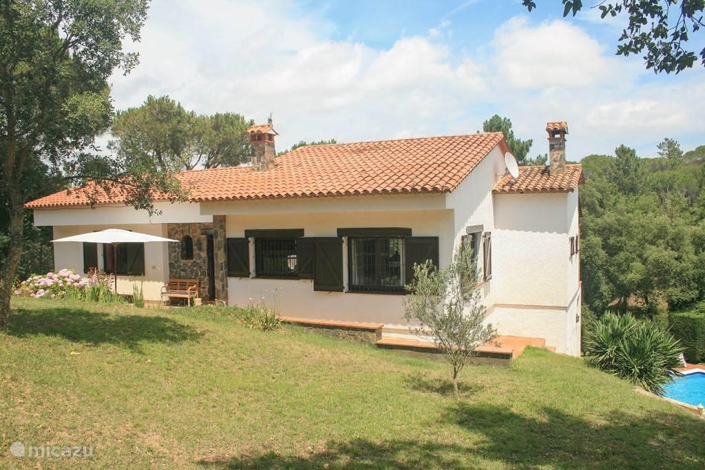 Voorkant villa Adelfa