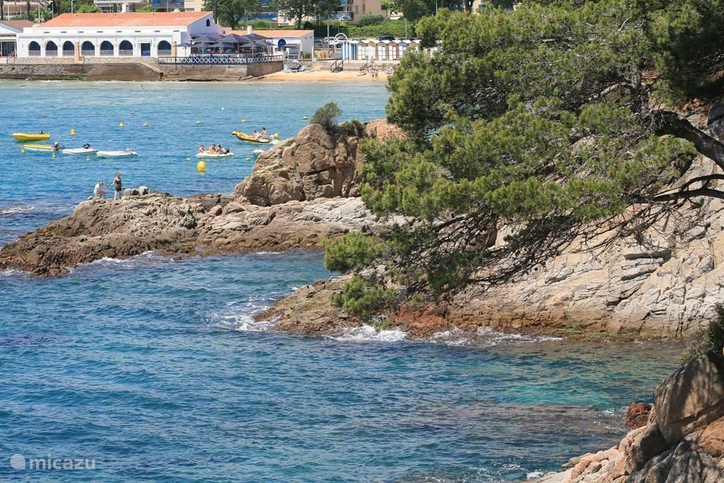 Nabij gelegen baai van S´Agaró op slechts 4 km afstand van de villa.
