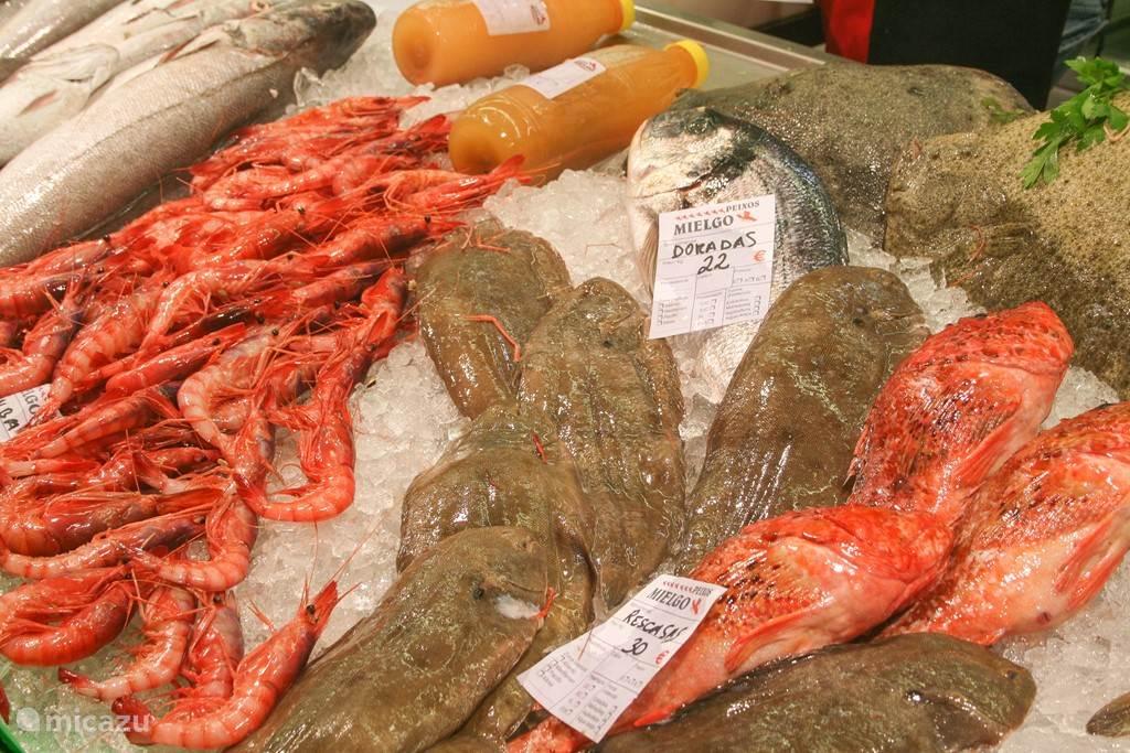 Diverse groente- en vismarkten in de buurt
