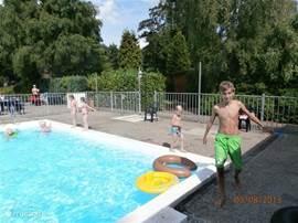 Heerlijk verwarmd zwembad