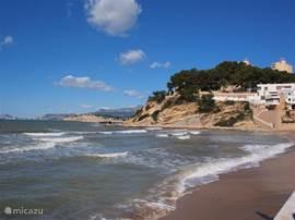 Het strand voor el Portet op 5 minuten loopafstand