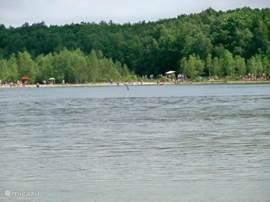 Aekinger- of Canada meer met zandstrand bij Appelscha