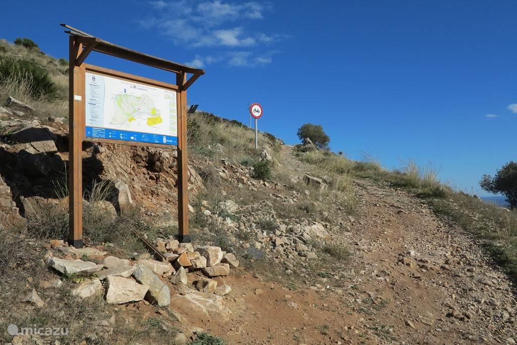 Keuze uit verschillende routes, de één wat zwaarder dan de ander, richting Monte Calamorro, Benalmadena Pueblo of Mijas.