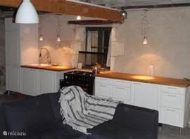 De keuken maakt het mogelijk om uitgebreid te kokerellen. Maar straalt ook rust uit.
