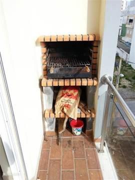 Balkon met barbecue