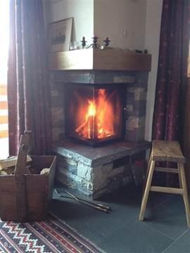 Het huis heeft vloerverwarming en natuurlijk een open haard.