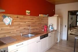 ruime moderne keuken met alle apparatuur die U nodig heeft om Uw verblijf in de villa zo aangenaam mogelijk te maken