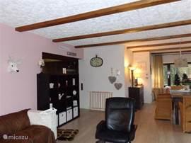 het zitgedeelte in de woonkamer hier vind U 2 grote lekker comfortabele banken, een fijne fauteuil grote flatscreen tv met Ned. zenders , wederom met een mooi uitzicht, kortom weer heerlijk vertoeven hier