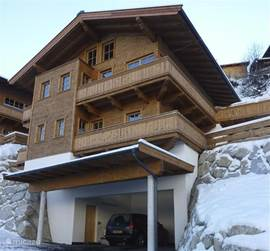 A super-luxury and comfortable family chalet in the village of Hinterglemm within walking distance of ski lifts and ski school. Suitable for families with max. 8 people.