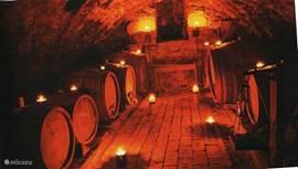 wijnkeleder bij kaarslicht