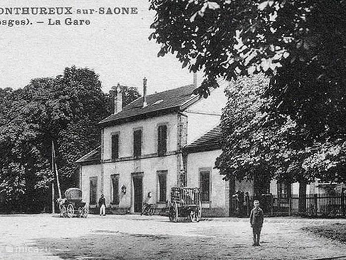 Zo zag het er vroeger uit:  l'Ancienne Gare op een ansichtkaart uit 1903.